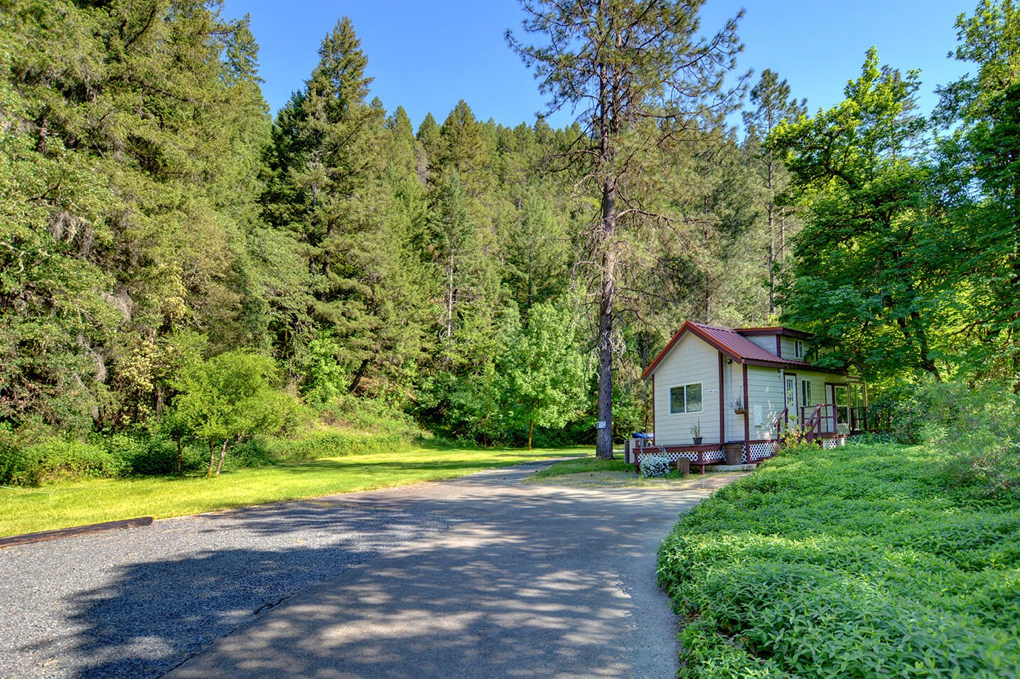 One of the Tuck Away cabins on Taylor Creek at Morrisons Rogue River Lodge